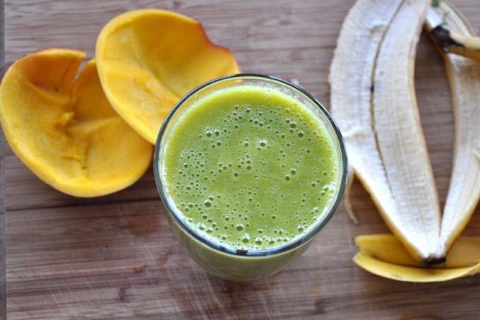 zielony koktajl jęczmień banan mango
